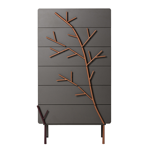 Alberi e rami decorano le ante della vasta serie dicontenitori della collezione Rami di Skitsch by Hub Design (in vendita su www.madeindesign.com)