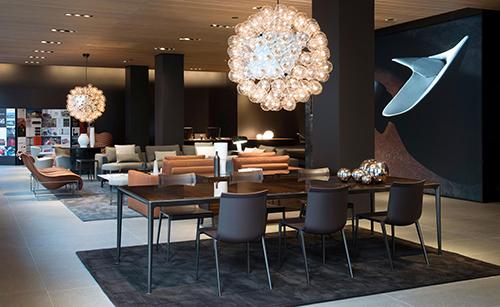 Lo store di Parigi in Rue du Bac 3  si presenta completamente trasformato, il progetto porta la firma del Centro ricerche e sviluppo di B&B Italia e dello studio di architettura Antonio Citterio Patricia Viel Interiors