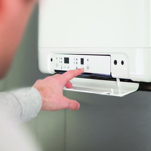 Se la caldaia diventa ibrida - Daikin HPU Hybrid permette di sostituire rapidamente la vecchia caldaia a gas con un sistema non invasivo (si abbina ai radiatori esistenti) e ad alta efficienza che unisce la tecnologia della pompa di calore con quella di una caldaia a compensazione di ultima generazione