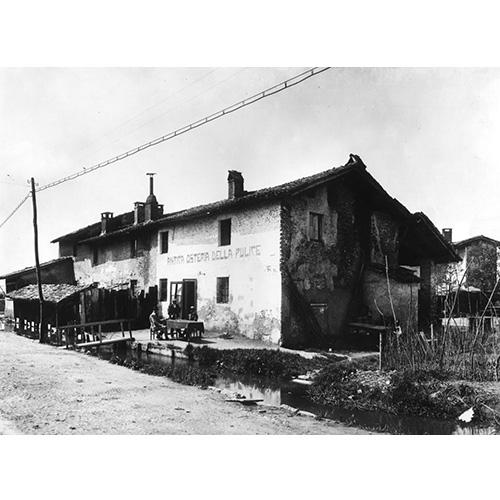 L'Antica Osteria della Pulice sorgeva su largo Brasilia. Era luogo di svago domenicale per le famiglie del Lorenteggio: pane, salame e pesciolini fritti