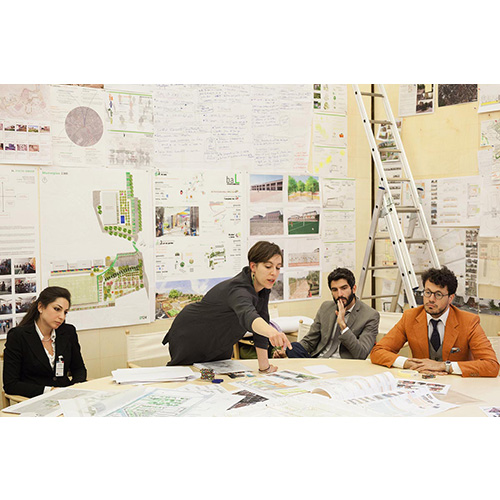 """Gli architetti al lavoro nella stanza G124 di Palazzo Giustiani a Roma, l'ufficio assegnato al Senatore Renzo Piano e trasformato in una moderna """"bottega"""""""