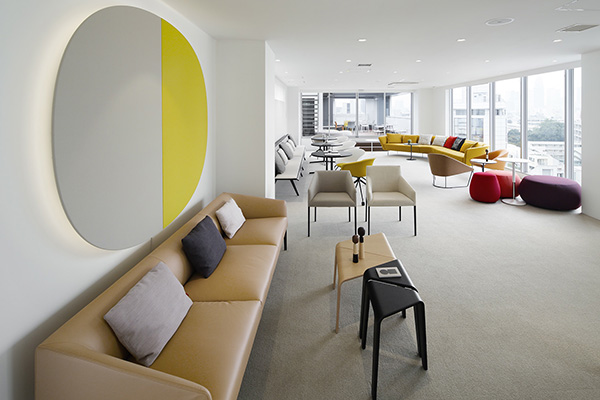 Lo showroom di Arper si trova nel distretto del design e del lusso di Aoyama