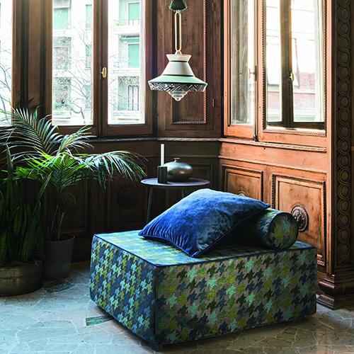 Chiuso è un pouf, aperto un comodo letto, una soluzione ideale per ospitare gli amici dell'ultimo momento. È Kubo di Letti&C con materasso pieghevole, struttura in legno e rivestimento sfoderabile