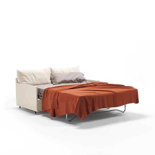 Chemise Sofa Bed di Living Divani è un divano letto che si distingue per le linee classiche e morbide