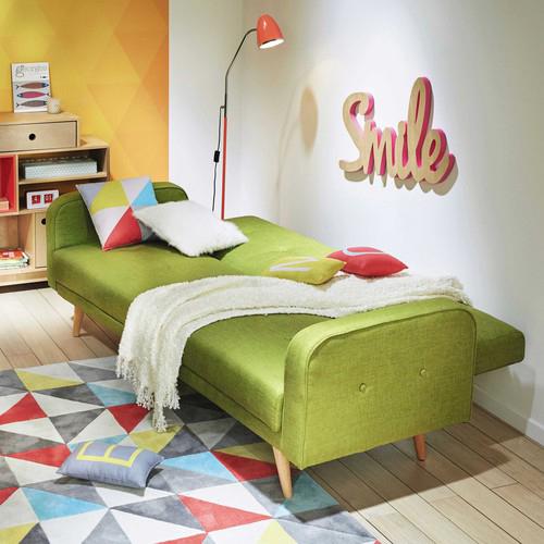 Da Maisons du Monde un divano letto a 3 posti che ricorda il design degli anni Cinquanta. Lo schienale trapuntato si abbassa permettendo di trasformarlo da divano a letto