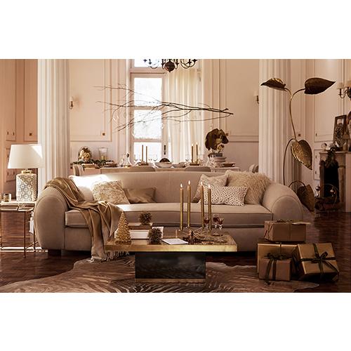 Per creare un'atmosfera elegante puntante sul lusso e la raffinatezza dell'oro come nel salotto di Zara Home che si caratterizza per uno stile ricercato nella quale spiccano brillantezza, cristalli e superfici preziose