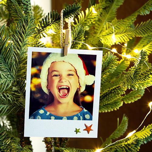 PhotoBox lancia un'idea per rendere unico l'albero di Natale: personalizzarlo con le foto di tutta la famiglia