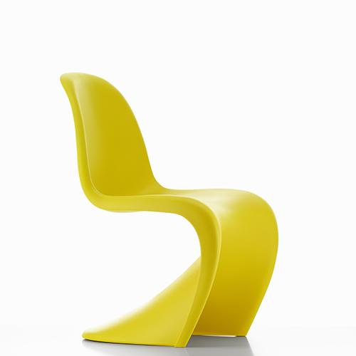 Vitra presenta una nuova versione della Panton Chair tratta dagli archivi di Verner Panton: la Sunlight Limited Edition che si caratterizza per un color giallo brillante