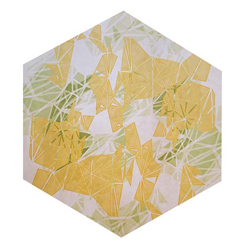 Da Roche Bobois il tappeto esagonale con motivo caleidoscopio stampato disegnato da Sacha Lakic