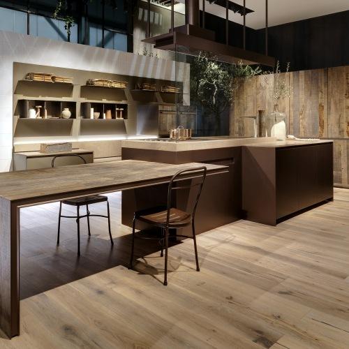 Ernestomeda è presente alla quarta edizione di Living Kitchen con la nuova cucina K-Lab e la reinterpretazione di Icon (in foto), entrambe di Giuseppe Bavuso