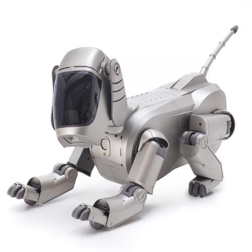 Hajime Sorayama, Sony Corporation, »AIBO Entertainment Robot (ERS-110)«, 1999, Courtesy private collection, Photo: Andreas Su?tterlin, 2016