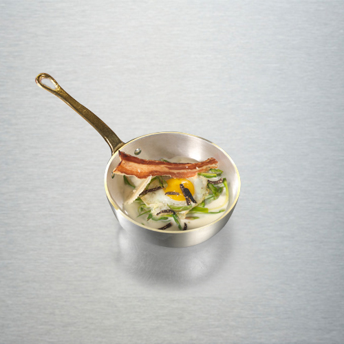 Sia gli inglesi che gli americani non rinunciano a uova e pancetta. Il padellino della collezione storica Linea 1932 di Pentole Agnelli è l'ideale per cucinare e servire direttamente in tavola (a partire da 17,96 euro)