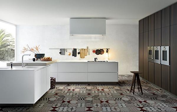 Progetto dall'estatica minimal, caratterizzato da grandi volumi e ampie superfici: è la cucina Matrix di Varenna. In fase di ristrutturazione della cucina si tende (51 per cento delle persone) a scegliere spazi più ampi