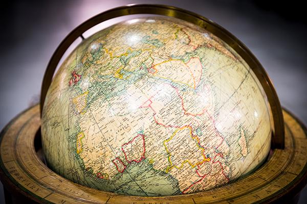 Raro mappamondo con evidenziati i possedimenti inglesi (foto Danilo Marchesi)
