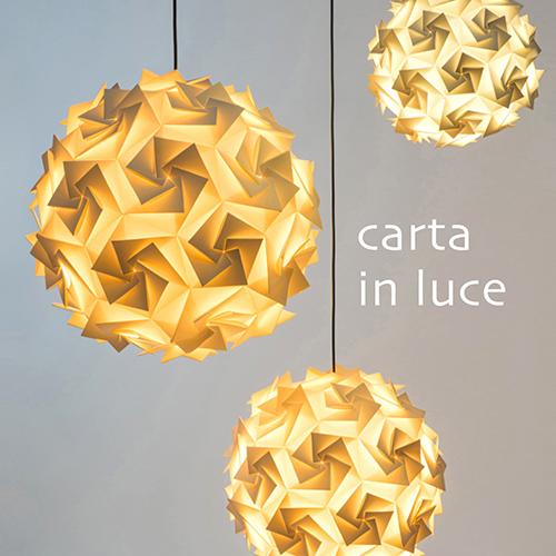 """La copertina di """"Carta in Luce"""", un volume speciale dell'osservatorio permanente di Comieco """"L'Altra Faccia del Macero"""", che raccoglie 40 creazioni in carta"""