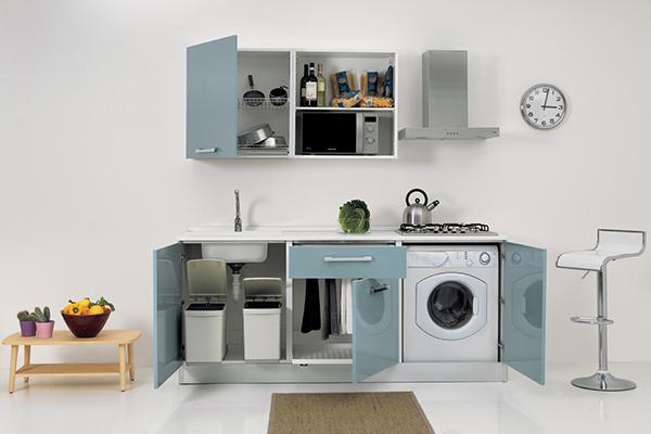 La nuova linea Smart cucina+lavanderia di Colavene nella versione a tre elementi contiene anche uno stendibiancheria e la lavatrice. Tutto in appena 2 metri