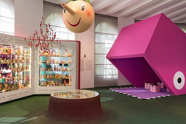"""Per le famiglie e non solo: <a href=""""http://design.repubblica.it/2017/03/16/giro-giro-tondo-design-for-children/""""><em>Giro Giro Tondo. Design for Children</em></a>, decima edizione del <a href=""""http://www.triennale.org/design_museum/""""> Triennale Design Museum di Milano </a>, presenta una nuova storia del design italiano dedicata al mondo dell'infanzia e ai bambini, al design e all'architettura che hanno lavorato per loro. L'allestimento prevede anche aree specifiche in cui s'impara giocando (foto Gianluca Di Ioia)"""