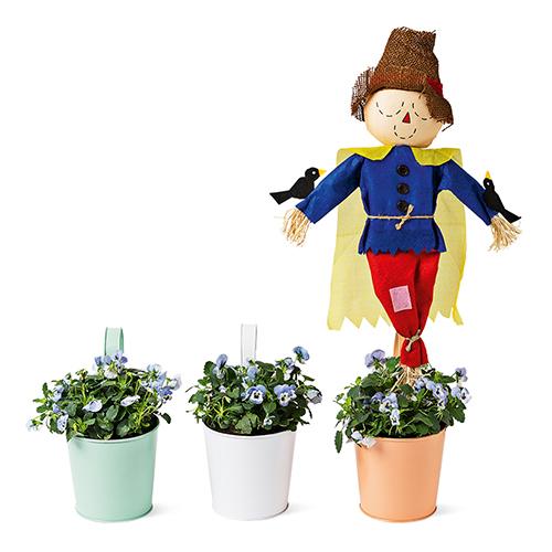 Difendere orto e giardino con un divertente  spaventapasseri: l'idea è di Flying Tiger Copenhagen (4 euro)