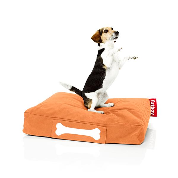 Dedicate uno spazio al vostro cucciolo: dovrebbe vedere il suo ambiente come un posto per dormire, riposarsi e rilassarsi. In foto: Doggielounge di Fatboy