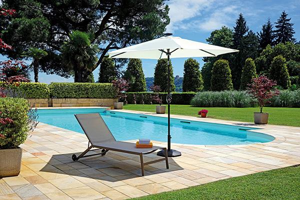 Il nuovo ombrellone rotondo di Greenwood si caratterizza per le generose dimensioni con una circonferenza di 2 metri 70 centimetri