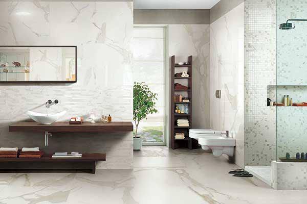 Antique Marble di Cerim celebra il prezioso marmo. La collezione si adatta ad ogni ambiente essendo disponibile in differenti finiture, formati e variazioni cromatiche