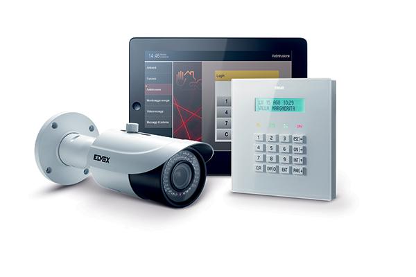 """I sistemi divideosorveglianza <em>Elvox</em> di <a href=""""http://www.vimar.com"""">Vimar</a>permettono dicontrollare l'intera casa. Il pacchetto prevede delle telecamere, da installare all'interno e all'esterno dell'abitazione, chesi caratterizzano perfunzionalità avanzate edefficienzain qualsiasi situazione anche di notte oin condizioni discarsa luce.Le immagini riprese si possono visionare attraverso un touch screen oppure registrare e visualizzate tramite cellulare, smartphone o tablet. <em>Elvox</em> si collega facilmente e velocemente anche al sistema di antintrusione <em>By-alarm</em>"""