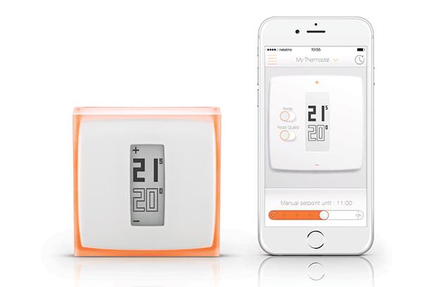 """L'azienda francese <a href=""""http://www.netatmo.com/"""">Netatmo</a>, con la collaborazione di Philippe Starck, ha ideato un termostato intelligente per controllare il riscaldamento anche quando si è fuori casa, direttamente da smartphone. Il dispositivo perme di ridurre fino al 37 per cento il consumo di energia per il riscaldamento nella propria abitazione"""