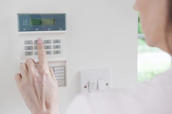 L'installazione di un sistema di allarme non è una questione da prendere sottogamba. La piattaforma instapro.it mette in contatto con tantissimi professionisti della casa specializzati in diversi settori, dalla ristrutturazione alla manutenzione, fino all'installazione di sistemi di allarme e telecamere