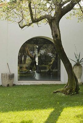 """La gamma di vetrati, blindati e antisfondamento, di <a href=""""http://www.ercolesicurezza.com/finestre-blindate.php"""">Komfort</a> permette di vivere la casa in piena sicurezza senza rinunciare alla luce e all'eleganza"""
