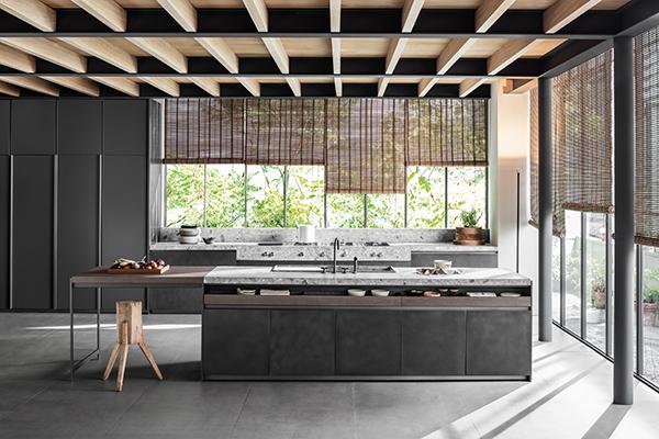 "Anche Vincent Van Duysen realizza per <a href=""http://www.dada-kitchens.com/it/"">Dada</a>una cucina senza maniglie"