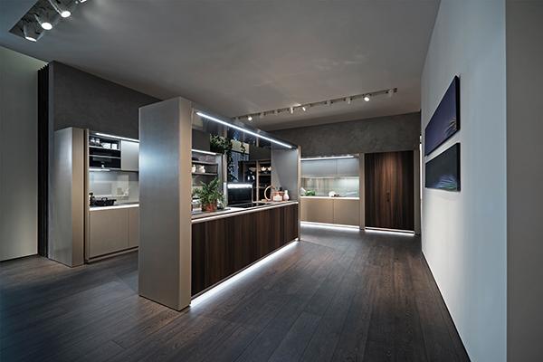 """Un laboratorio di sperimentazione e di ricerca tra tradizione ed innovazione: è stata così concepita <em>Arte</em>, la cucina di Marco Piva per <a href=""""http://www.gruppoeuromobil.com/ita/"""">Euromobil</a>"""