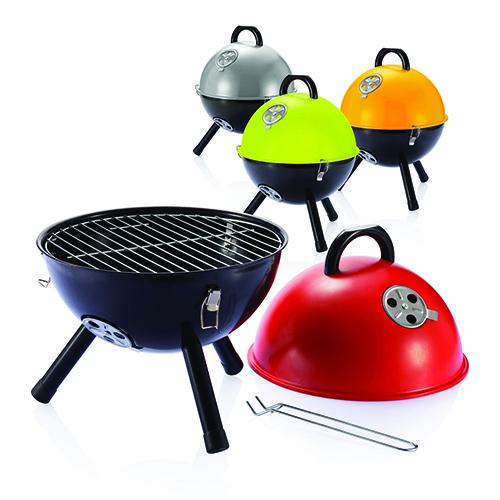 """Per chi cerca un barbecue allegro e colorato <a href=""""http://www.maiuguali.it/"""">Maiuguali</a>presenta<em>Palla di fuoco</em> con valvole di regolazione d'aria per garantire un calore ottimale (71 euro)"""