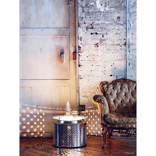 Tavolino luminoso realizzato con un cestello della lavatrice