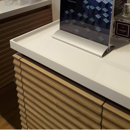 Settore arredo bagno - Dolcevita di Ideagroup: il legno viene integrato nei complementi per il bagno e, rispettando gli standard di funzionalità e praticità, propone diverse varietà cromatiche