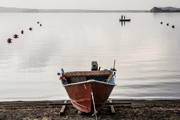 Una stampa su plexiglass di Mario Vidor della serie dedicata al lago di Bolsena, prezzo 500 euro