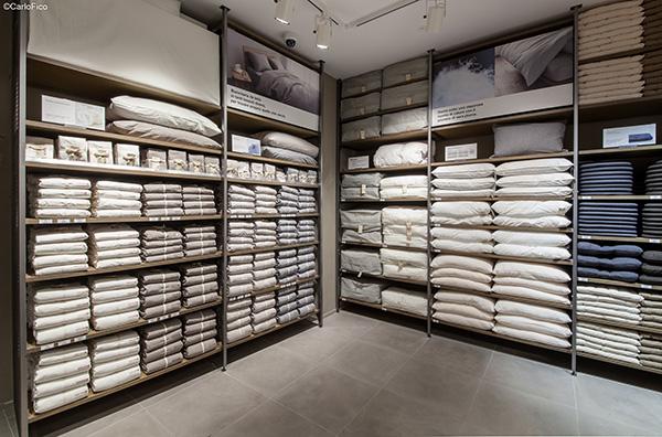 Nello store di via Torino 22 sono in vendita più di 2.500 prodotti