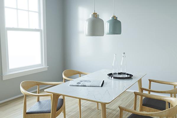 Pantone di Imma Matera: è una collezione di lampade a sospensione in ceramica e legno nate con lo scopo di valorizzare l'artigianato locale