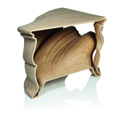 Tra i giovani autori da tenere d'occhio, c'è il designer olandese Jeroen Verhoeven, nato nel 1976. Cinderella Table, battuto da Christie's a Londra, è il tavolo tridimensionale in legno ottenuto con macchine a controllo numerico e rifinito a mano Stimato a 79-112.725 euro, battuto a 168.000 euro