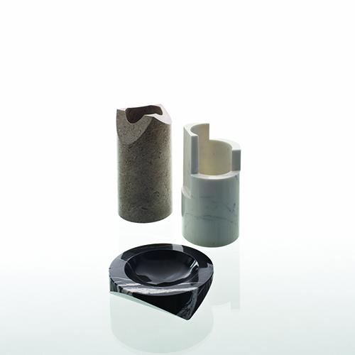 Nel 1964 Enzo Mari disegna una serie di contenitori in marmo tuttora presenti nel catalogo Danese: il vaso Paros H, in marmo Calacatta venato, il vaso Paros M, in pietra Aurisina, e il posacenere Paros D1 in marmo nero Marquina. In quegli anni, Mari studia le tecniche di lavorazione del marmo, creando oggetti decorativi partendo da semplici tagli cilindri di semilavorato