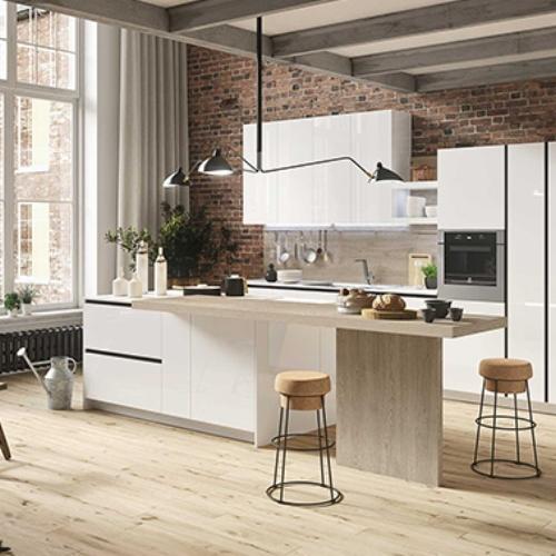 Snaidero ha una piattaforma digitale (www.snaidero.it/outlet/italia/all)  che raccoglie tutte le operazioni promozionali sulle cucine esposte dai distributori del marchio. In foto il modello First