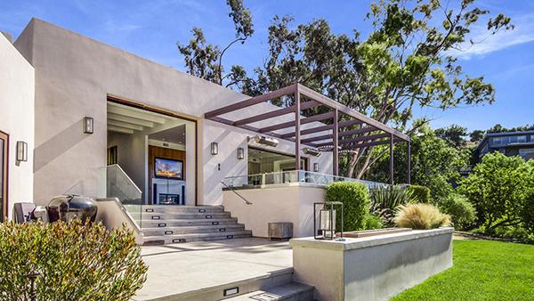 Chris Hemsworth e la moglie Elsa Pataky sono i proprietari di una splendida villa a Malibu del valore di 3.45 milioni di dollari
