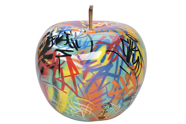 Ciascuna mela <em>Graffiti Eve</em>, decorata a mano da un famoso artista di strada portoghese, è un pezzo unico