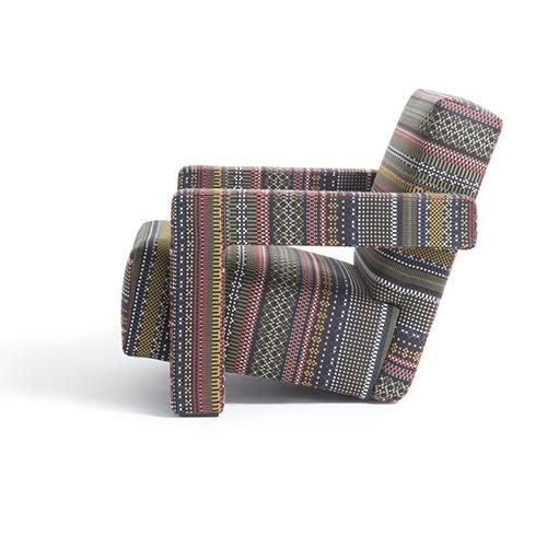 La poltrona Utrecht di Cassina vestita con un tessuto realizzato da Paul Smith esclusivamente per Mohd. Il sito offre sconti dal 10% al 20%