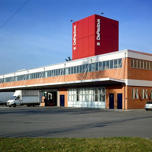 Sabato 11 e domenica 12 novembre De Padova propone nel proprio lo showroom di Vimodrone una vendita promozionale di cucine, bagni, divani, letti, tavoli e complementi d'arredo provenienti da servizi fotografici, fiere e showroom