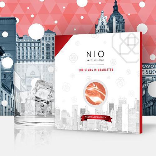 """<a href=""""https://nio-cocktails.com""""><em>Nio</em></a>, <a href=""""http://design.repubblica.it/2017/10/17/nio-arrivano-i-cocktail-pronti-alluso/#1"""">i rivoluzionari cocktail pronti all'uso</a>, per le feste sono disponibili nella limited edition <em>Christmas in Manhattan (24,50, 5 pezzi)"""