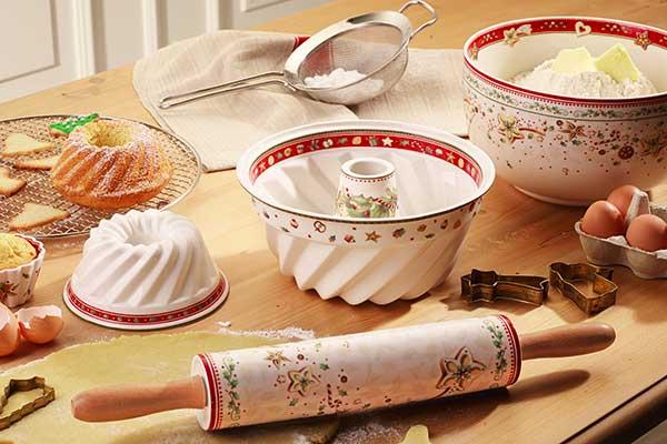 """Ciò che rende magico l'<em>hygge</em> è la condivisione. E allora preparate torte e biscotti da offrire alla famiglia e agli amici. Renderà l'atmosfera speciale soprattutto quando il profumo che si sprigiona dal forno invaderà tutta casa (in foto la collezione di <a href=""""http://www.villeroy-boch.it"""">Villeroy & Boch</a> pensata per la pasticceria natalizia)"""