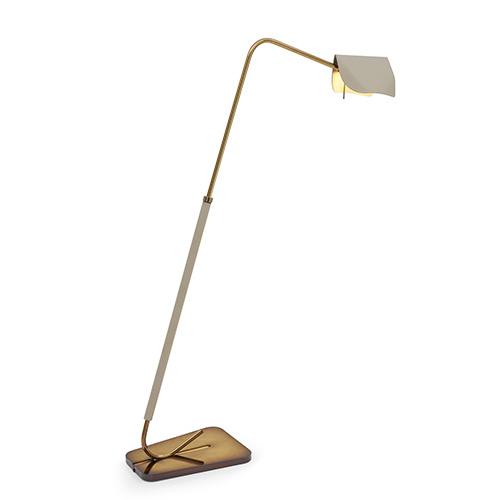 """La collezione di <a href=""""/www.fendi.com/it/casa"""">Fendi Casa</a> propone alcuni degli arredi classici della maison romana, come le lampade <em>Velum</em>"""