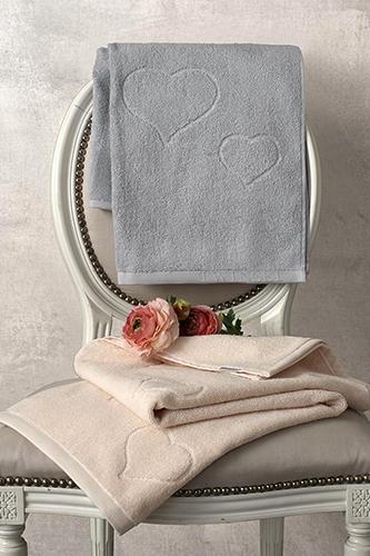 Animo decisamente romantico per il set di asciugamani <em>Mon Amour</em> che fa parte della nuova collezione primavera-estate Twinset di Somma