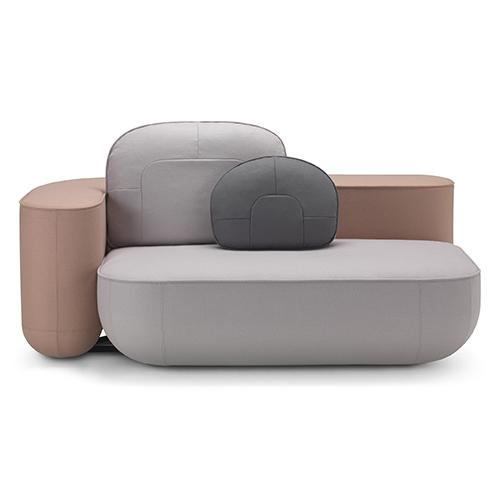 """Lo spazio di <a href=""""http://alias.design"""">Alias</a> presenta <em>Okome sofa</em> firmato dallo studio giapponese Nendo: tutti gli elementi si uniscono attraverso un sofisticato sistema di aggancio seduta-schienale che generano diverse configurazioni personalizzabili"""