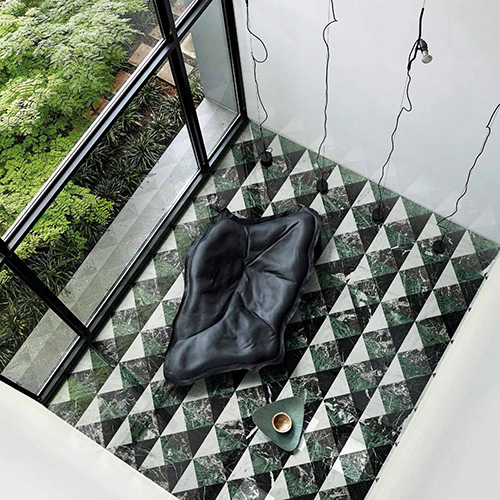 La collezione <em>Marmo</em> di Bisazza, quinel decoro <em>Ardeatina Bosco</em> (photo by Greg Cox - Bureaux Agency)